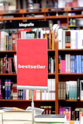 Cartel de bestseller en una librería